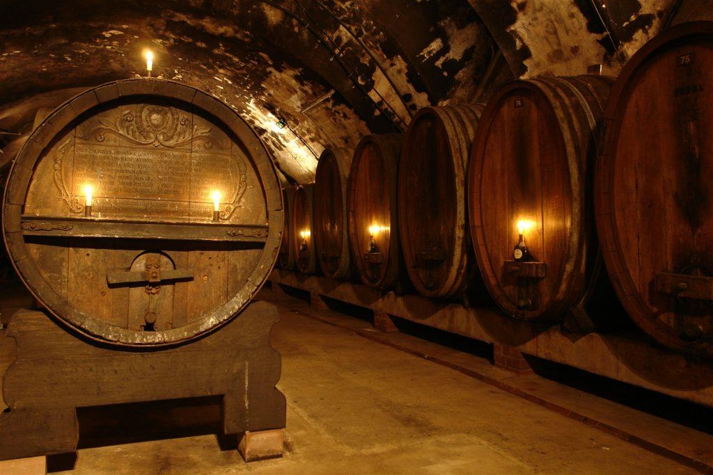 Thùng gõ sồi ủ rượu vang