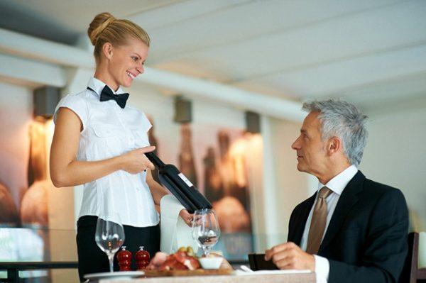 quy tắc phục vụ rượu vang tiêu chuẩn 5 sao
