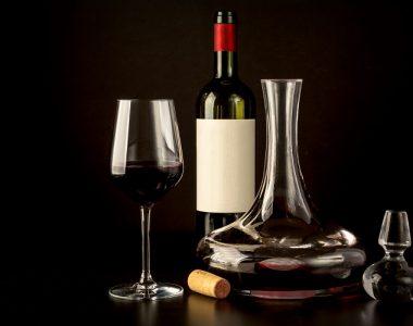 tại sao rượu vang cần thở